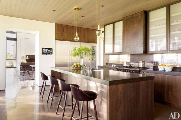 A modern kitchen inspired by classic floor plans of the 1970s (photo by Pieter Estersohn | from Architectural Digest)
